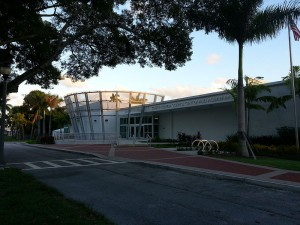 South Florida Science Center & Aquarium Photo:Joe(Wikipedia)