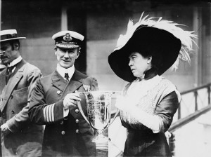 "Mrs. J.J. ""Molly"" Brown presenting trophy cup award to Capt. Arthur Henry Rostron, for his service in the rescue of the Titanic. Photo:Public Domain (US Library of Congress, digital id# cph 3c21013)"