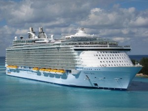 Oasis of The Seas, one of the largest cruise ships afloat today(Photo 2010) Image:Baldwin040(Wikipedia)