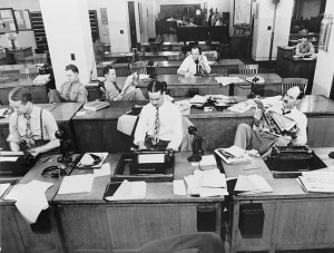 Newsroom of the New York Times,September 1942 Public Domain(U.S.Library of Congress, digital id#cph.3c12969)