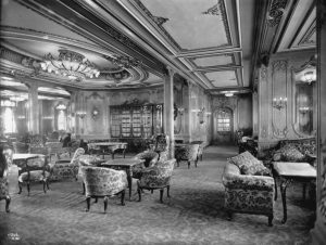 RMS Olympic First Class Lounge (1912) Photo: Robert John Welch (1859-1936), official photographer for Harland & Wolff Public Domain